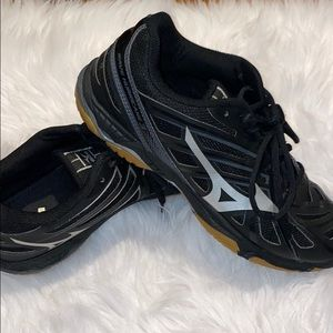 mizunaw volleyball shoes